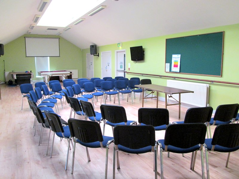 The spacious hall has an adjoining kitchen. It can easily accommodate meetings, seminars, arts, crafts and educational classes, birthday parties and fitness classes